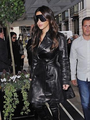 kim kardashian giant shades ENORMOUS Kim Kardashian Sunglasses: Awesome or Ugly?