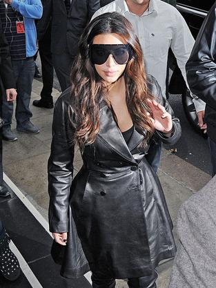 kim kardashian sunglasses ENORMOUS Kim Kardashian Sunglasses: Awesome or Ugly?
