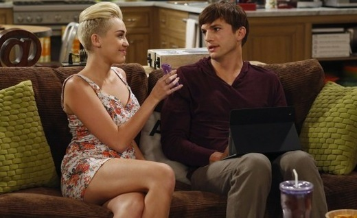 Miley Cyrus on Two and a Half Men Photo