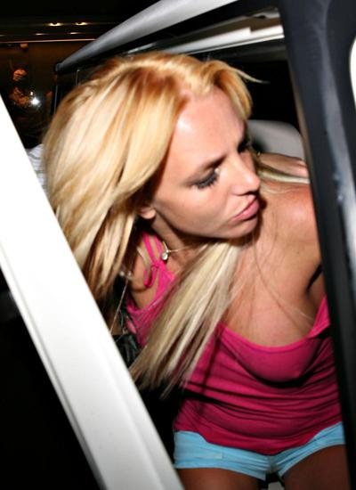 rough britney spears pic Scooby Doo And Penguins T shirt. Scooby Doo's Adventures Collection